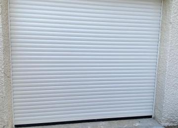 Porte de garage enroulable blanc à Bandol - Sud Alu