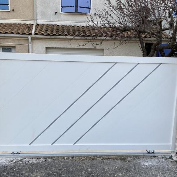 Pose de portail coulissant blanc à Toulon (83)
