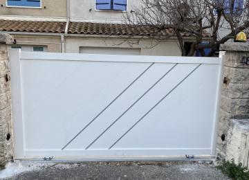 Portail electrique coulissant vendu et installé à Toulon par Sud Alu