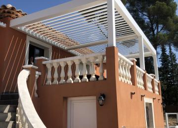 Installation de pergola bioclimatique en alu lames orientables - Sud Alu - Toulon (83)
