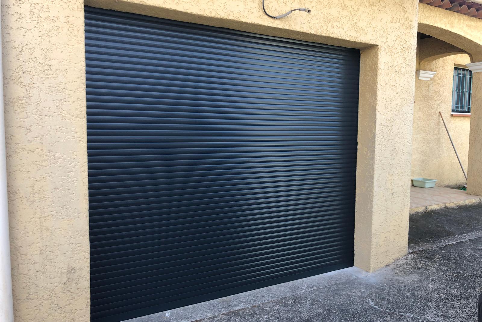 Pose / installation de porte enroulable dans le Var - Sud Alu
