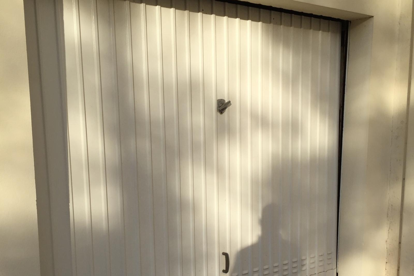 Porte de garage basculante pose et installation dans le Var - Sud Alu