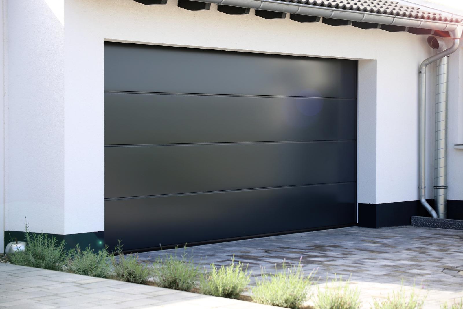 Porte de garage sectionnelle design - Sud Alu - Toulon - Sanary - Ollioules - Six Fours